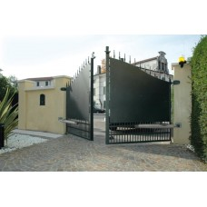 Двукрила дворна врата на панти