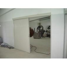 Плъзгаща се промишлена врата